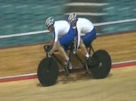 Grappig: fietsen tot je wielen op zijn.
