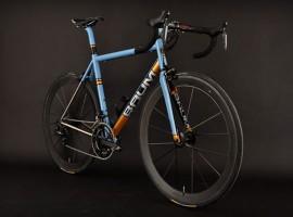 Baum Corretto racefiets in Gulf kleuren; een plaatje!