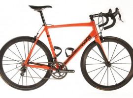 Oranje (racefiets) boven met de Vusolo Maestro