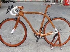 Een echt houten racefiets van Sanomagic