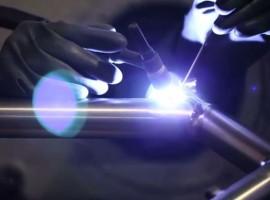 Productie titanium frame van Passoni in beeld, vakmanschap
