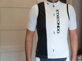 Racefietsblog test: Etxeondo Frisch windvest