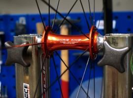 Handgemaakte wielen maken de fiets! Een bezoek aan Wheel-Tec