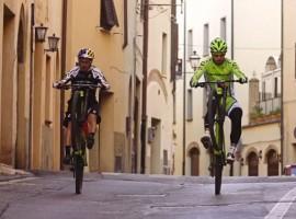Peter Sagan showt zijn mountainbike-kunsten!