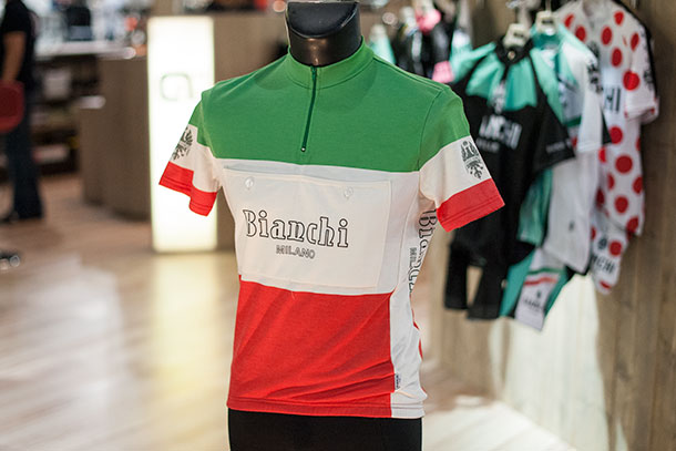 Wonderful retro jersey by Bianchi Milano at Bikemotion 2014  |  Racefietsblog.nl