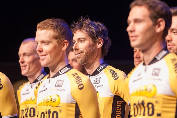 Team LottoNL-Jumbo presentation with a smiling Laurens ten Dam |  Racefietsblog.nl