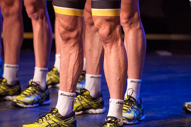 Team LottoNL-Jumbo presentation with Moreno Hofland's sprinter legs  |  Racefietsblog.nl