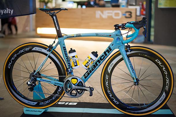 Team LottoNL-Jumbo presentation with the Bianchi Oltre XR2 teambike  |  Racefietsblog.nl