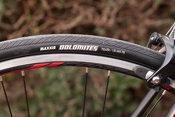 Merida Ride 300 with Shimano Tiagra triple groupset and Maxxis Dolomites tires | Full review at Racefietsblog.nl