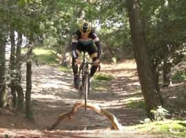 Springen met je cyclocrosser; Bunny-hoppen met Tom Meeusen