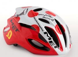 MET veilt winnende helmen voor het goede doel