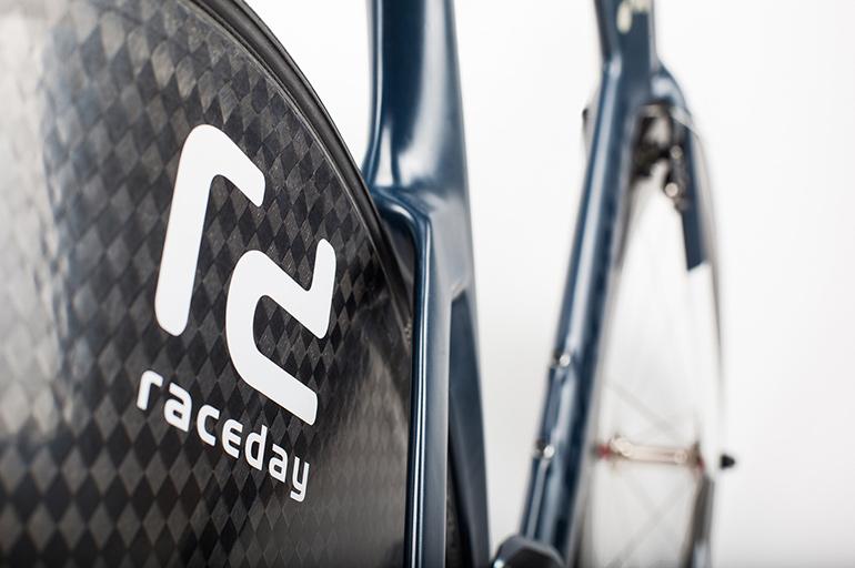 POC-Raceday-Bike-Auction-04