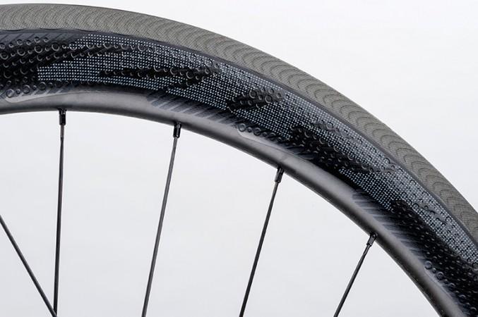 ZIPP introduceert 404 NSW wielen met nieuwe naven en remoppervlak