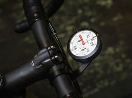 Terug naar analoog met de GPS fietscomputer van Omata