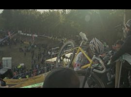 Racefietsblog kijkt: For the love of mud
