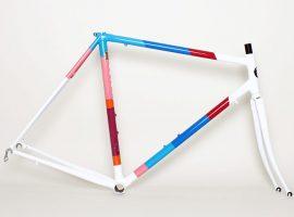 Parra kleurenschema op een stalen Colossi frame