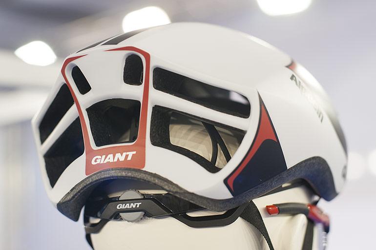 Giant-Pursuit-02