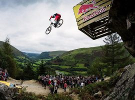 Red Bull Hardline; heel hard naar beneden (video)