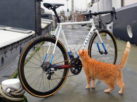 Lester bouwt zijn eigen fietsen in Amsterdam