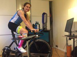 Britse Jasmijn Muller rijdt 1.828km in 62 uur op Zwift!