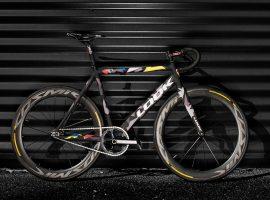 Look rijdt met AL464 fiets in fixed-gear criteriums