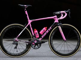 De roze Giant TCR Advanced SL van Tom Dumoulin