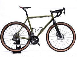 Deus Cycleworks gaat met Pegasus ook voor gravel. Met staal!