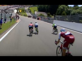 Tour de France peloton door de Eau Rouge – video