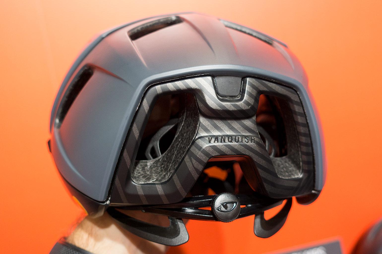 Giro laat nieuwe Knit schoenencollectie en Vanquish helm