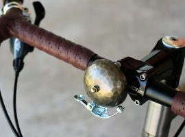 Tomii Cycles hamert op bellen