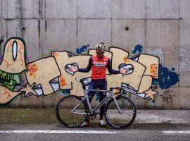 Iván Cortina van Bahrain-Merida rijdt de Red Hook Crit