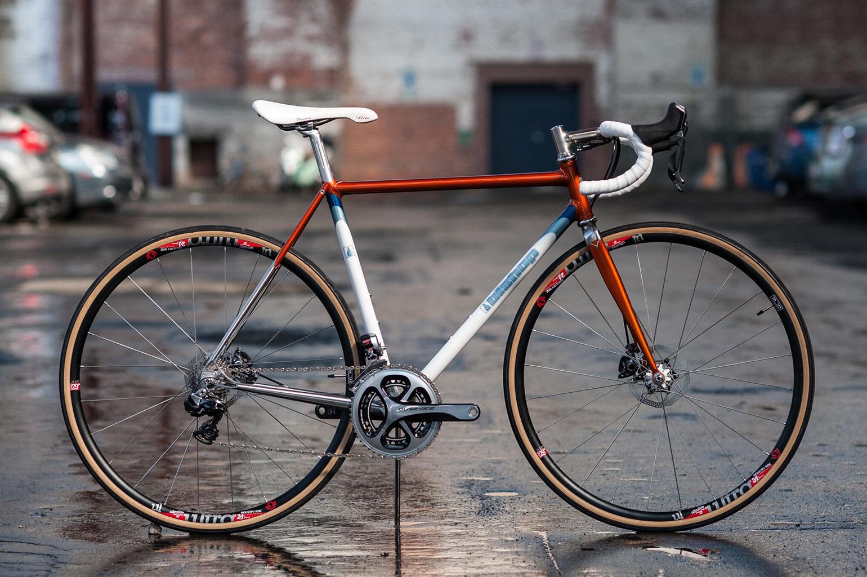 Een Klassiek Moderne Stalen Fiets Van Bishop Bikes