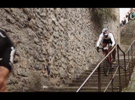 Op je cyclocrosser door een middeleeuws stadje – video