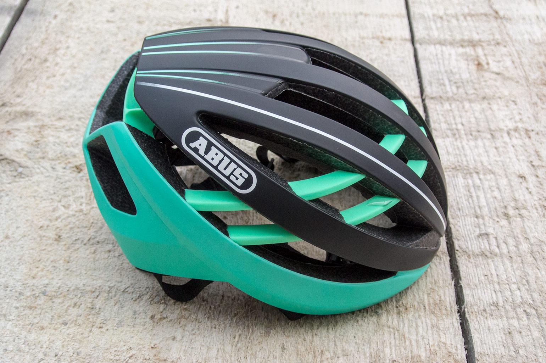 snelle fiets met helm
