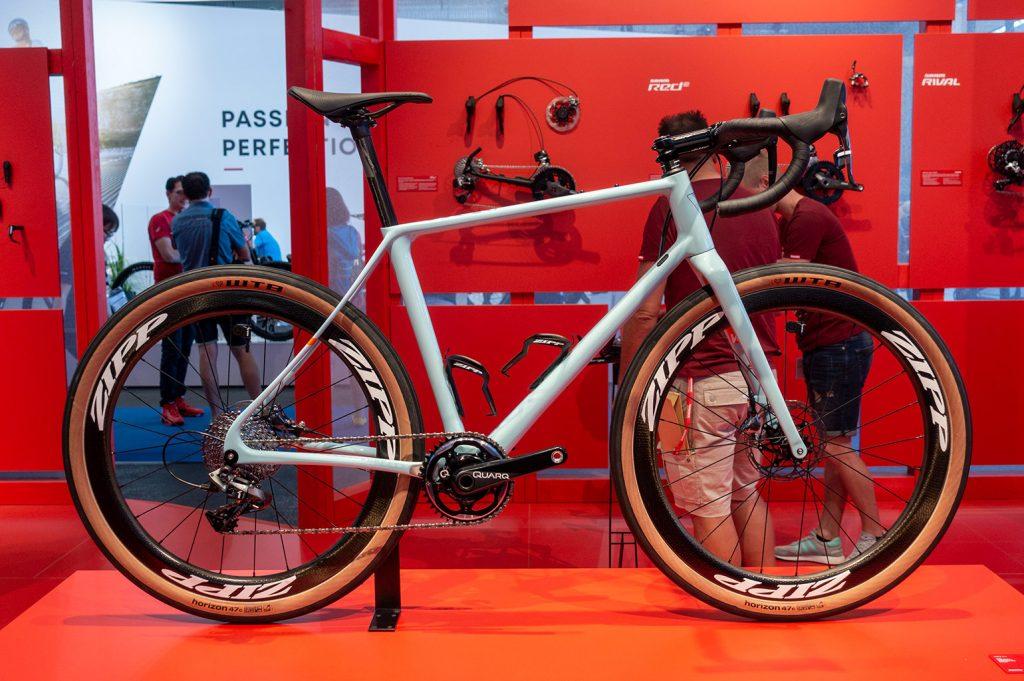 Ook bij de gravel- en allroad fietsen zie je met regelmaat dat er gokozen wordt voor een 1x setup, zoals bij deze Vielo. // Racefietsblog.nl