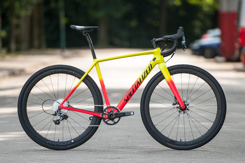 cc968b3ff45 De Crux is al jaren de cyclocrossfiets van Specialized en voor komend  seizoen is de Crux Expert weer toegevoegd aan het assortiment.