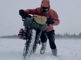The Frozen Road van Ben Page: Een ijskoud avontuur op de fiets – video