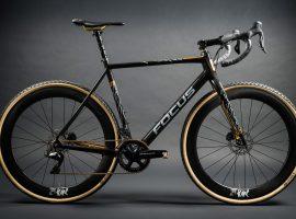 Focus Mares XXV cyclocrosser bedekt met 24 karaat goud