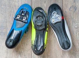 Verschillende schoenplaatjes uitgelegd
