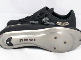 Schoenen met titanium zool van Nevi