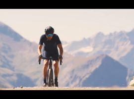 Via gravelpaden de Alpe d'Huez op – video