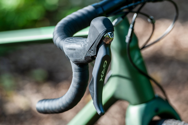 Merida Silex 7000 gravelbike closeup van Shimano GRX shifter