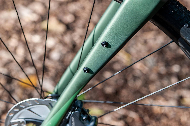 Merida Silex 7000 gravelbike closeup van de voorvork met nokjes voor bikepackers