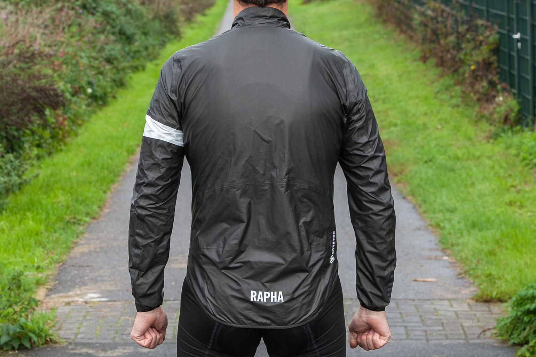 achterkant van Rapha Pro Team Lightweight Gore-Tex jacket
