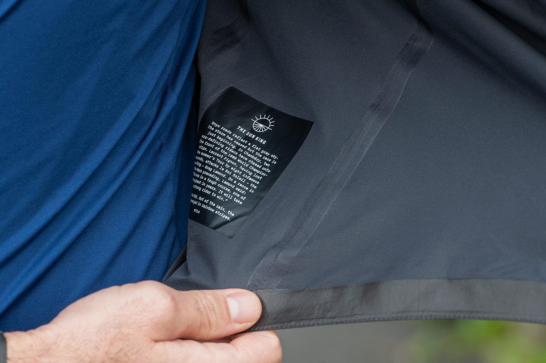 detail Rapha Pro Team Lightweight Gore-Tex jacket