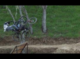 Zet Semenuk en Howard samen op de mountainbike en dan krijg je dit! – video