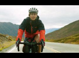 Lael Wilcox fietst ruim 32000 kilometer per jaar – video