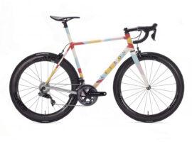 Saffron Strive racefiets is custom lappendeken