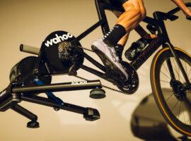 Nieuwe Wahoo Kickr V5 fietstrainer kan zijwaarts bewegen en is nauwkeuriger