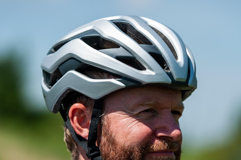Giant Rev Pro MIPS helm met Cinch Pro systeem